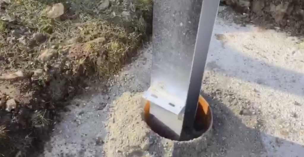 Pfeiler werden eingesetzt